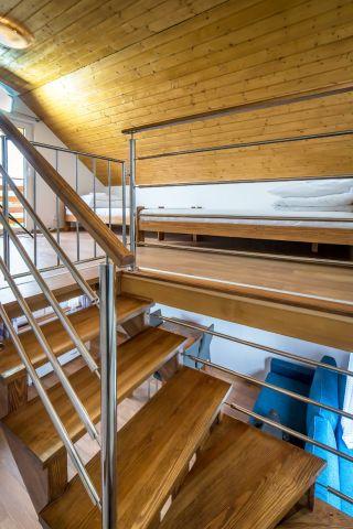 Domki JASNA POLANA Jastrzębia Góra schody na piętro