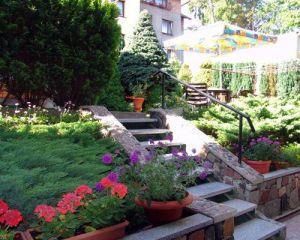 Dom Wczasowy Miłosz Jastrzębia Góra schody w ogrodzie