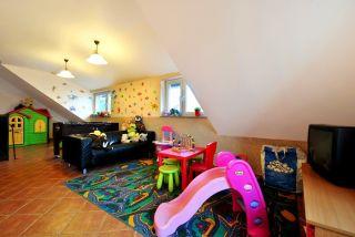 Apartamenty i Pokoje KRYSIA Karwia bawialnia