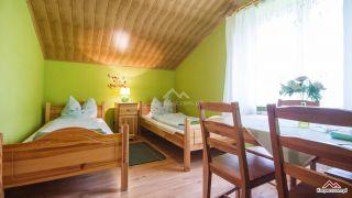 Villa JASMIN Karpacz Leśny, pokój 4 osobowy z łazienką. Wspólny taras z widokiem na góry. Pow 27m2