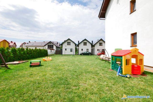 Domki i Pokoje WILK MORSKI Jastrzębia Góra ogród i plac zabaw