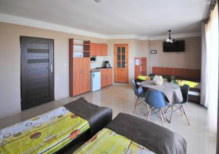 Tanie - Atrakcyjne pokoje gościnne U BOŻENY Darłowo Pokój 4 os z aneksem kuchennym ,łazienką ,balkonem