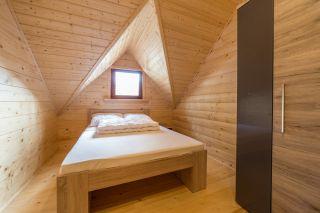 Domki 8 DĘBÓW Pobierowo 5 osobowe sypialnia i szafa