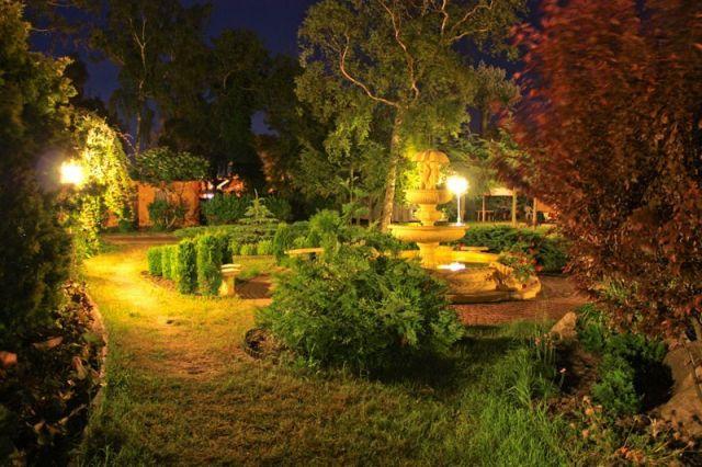 Ośrodek Wczasowy DIANOLA Darłówko fontanna nocą