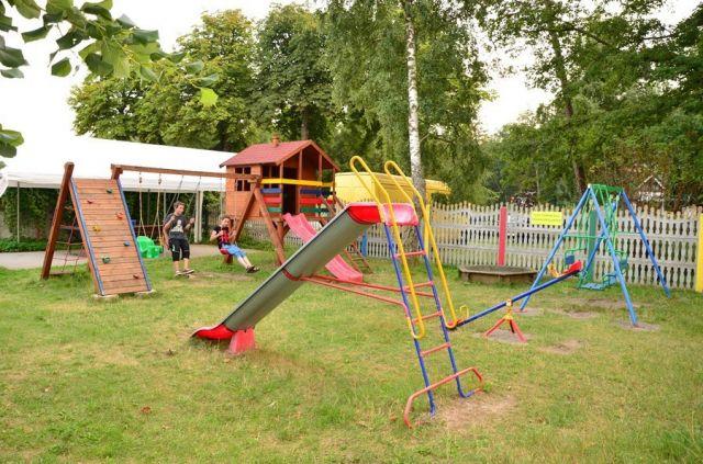 Ośrodek Wczasowy DIANOLA Darłówko plac zabaw dla dzieci