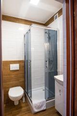 Pokoje i Apartamenty AQUA Karwia łazienka w 3
