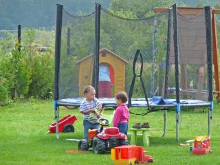 Domki BAŁTYK Dąbki Plac zabaw - trampolina - Domki Bałtyk