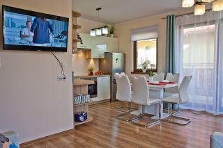 Apartament MORSKI PORANEK Karwia Po dniu spędzonym na plaży można odpocząć przy ulubionym programie.