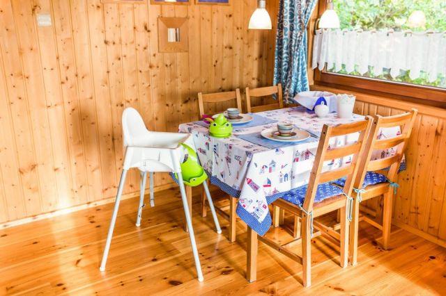 Domki Drewniane Całoroczne PLEJADY Dźwirzyno Domki 4 osobowe - jadalnia