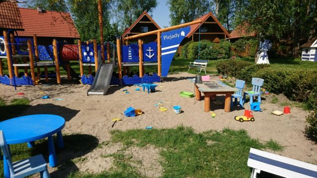 Domki Drewniane Całoroczne PLEJADY Dźwirzyno Plac zabaw