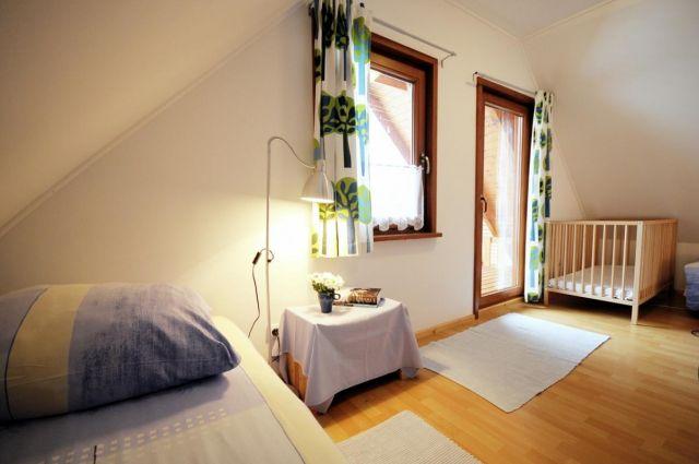 Domki Drewniane Całoroczne PLEJADY Dźwirzyno Mała sypialnia - domek 6 osobowy