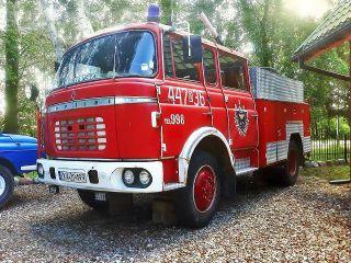 ZIELONY ZAKĄTEK Dziwnów Działający wóz strażacki