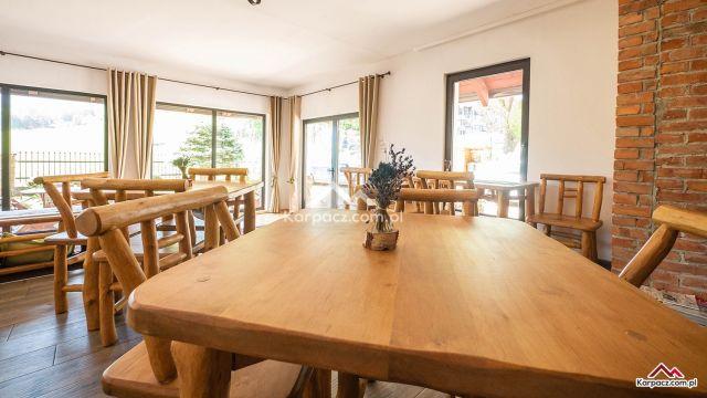 GÓRSKI WIDOK Pokoje Apartamenty Karpacz Salon Widok Kominek Czekają