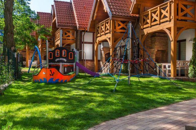 Domki Apartamentowe HALLERÓWKA Władysławowo Hallerowka Resort Władysławowo - plac zabaw