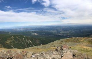 ZAKĄTEK GÓRSKI Sosnówka Widok z drogi na szczyt.