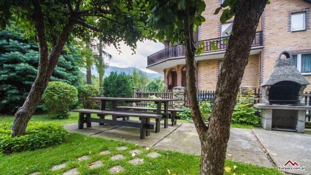 Apartamenty i Pokoje GAZDA Karpacz Teren zielony wokół obiektu/grill