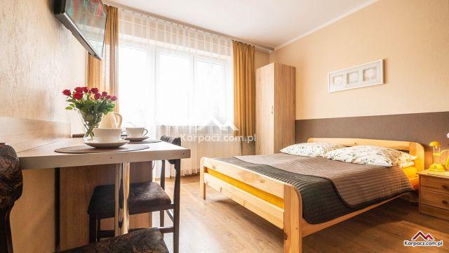 """Apartamenty i Pokoje GAZDA Karpacz Pokój """"6""""  2 osobowy / do pokoju przypisany balkon"""