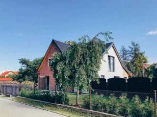 """Apartamenty """"Dom Ogrodnika"""" Białogóra"""