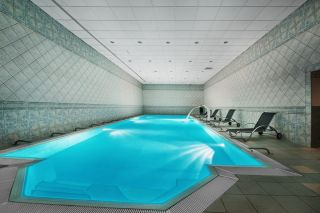 Hotel *** ASTOR Jastrzębia Góra Kryty basen rekreacyjny o wymiarach: 18 m x 6 m i głębokości do 150 cm.