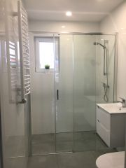 Domki Apartamentowe ITALIA Karwia Łazienka z komfortową kabiną prysznicową