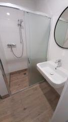 Domki Flaming Dąbki łazienka z kabiną 120/90