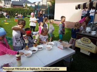 Pokoje FREGATA Dąbki Festiwal lodów we Fregacie