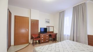Pensjonat TADEUSZ I APARTAMENTY Darłówko Standard na III piętrze