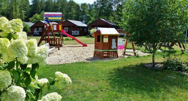 Domki SŁONECZNY BRZEG Dąbki Plac zabaw - Słoneczny Brzeg Dąbki