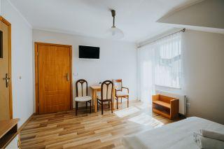 Pokoje i Apartamenty KAROL Karwia pokój nr 5