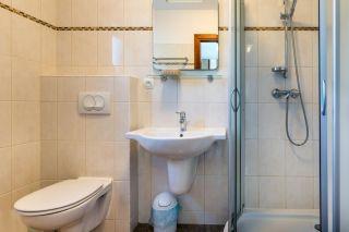 Domki Apartamentowe FULAY Premium Karwia łazienka w domku 3-osobowym