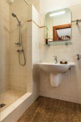 Domki Apartamentowe FULAY Premium Karwia łazienka w domku 4-osobowym