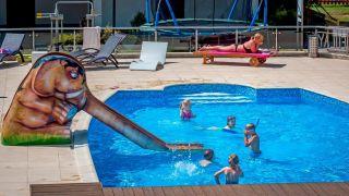 Domki Apartamentowe FULAY Premium Karwia podgrzewany basen dla dzieci