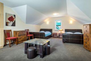 Domki Apartamentowe FULAY Premium Karwia DOMEK APARTAMENTOWY DWUPOZIOMOWY 6-8-osobowy - sypialnia