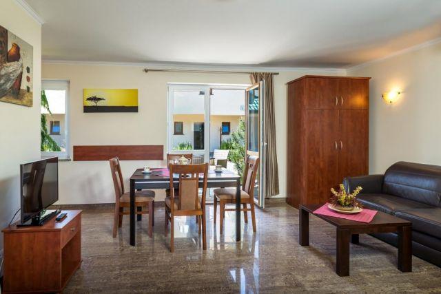 Domki Apartamentowe FULAY Premium Karwia DOMEK APARTAMENTOWY DWUPOZIOMOWY 3-osobowy - salon