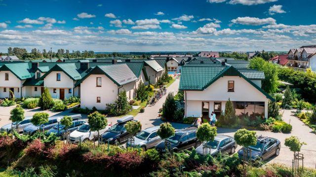 Domki Apartamentowe FULAY Premium Karwia monitorowane miejsca postojowe