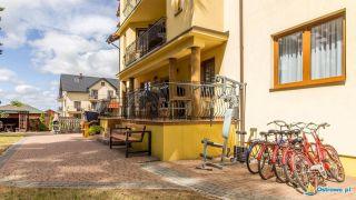 Domki i Apartamenty ALTAMIRA Ostrowo Taras z wyjściem na ogród