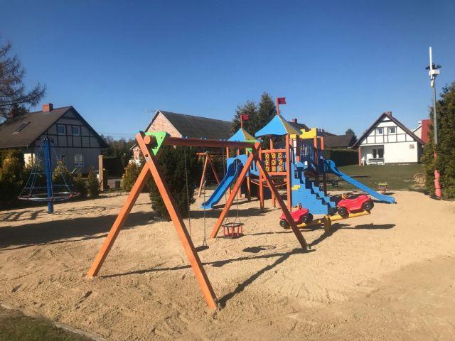 Komfortowe Domki MORSKA KRAINA Białogóra Nowy bezpieczny plac zabaw dla naszych najmłodszych Gości