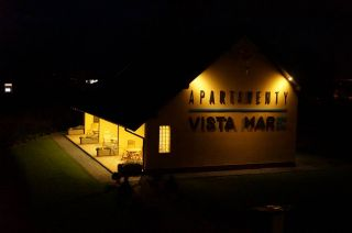 Domki Apartamentowe VISTA MARE Cisowo k. Darłówka apartamenty Vista Mare nocą