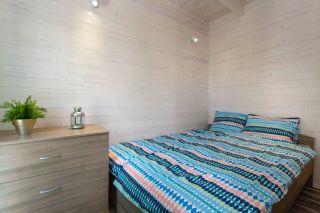 Domki Letniskowe KAPER Karwia Sypialnia z łóżkiem małżeńskim w domkach parterowych