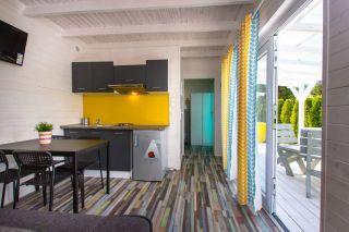 Domki Letniskowe KAPER Karwia Salon w domkach parterowych