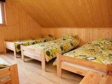 Domki Letniskowe KAPER Karwia Sypialnia z 4 łóżkami w domku piętrowym