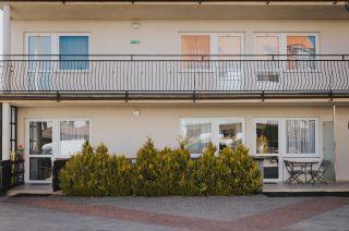 Apartamenty i pokoje gościnne 4 KĄTY Karwia tarasy pokoi nr 4,5,6