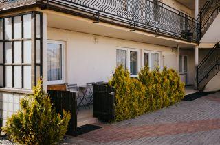 Apartamenty i pokoje gościnne 4 KĄTY Karwia tarasy pokoi nr 6 i 5