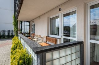 Apartamenty i pokoje gościnne 4 KĄTY Karwia taras pokoi nr 5 i 6