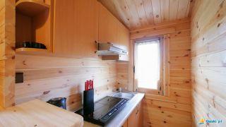 Domki MARIO Gąski aneks kuchenny wyposażony
